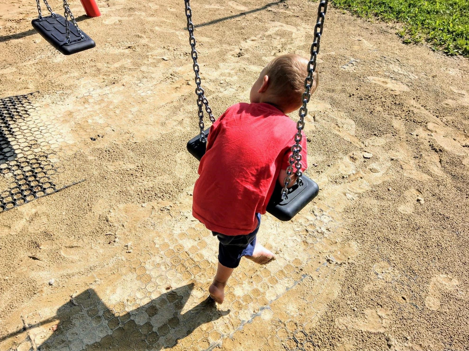 Kindern vertrauen und zutrauen. Gar nicht so einfach oder? Aber das kann man lernen. Vielleicht nur langsam, vielleicht nur Stück für Stück. Aber das Strahlen in den Augen der Kinder, wenn sie etwas selbst und ohne Hilfe erklommen haben, bestärkt.