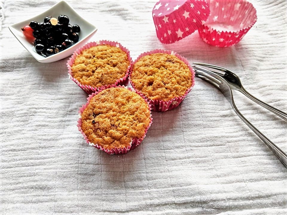 In meinem Blog findest du kinderleichte Snackideen für heiße Sommertage. Kennst du schon Melonenpizza oder Nicecream? Oder wie wäre es mit Zitronenquark?