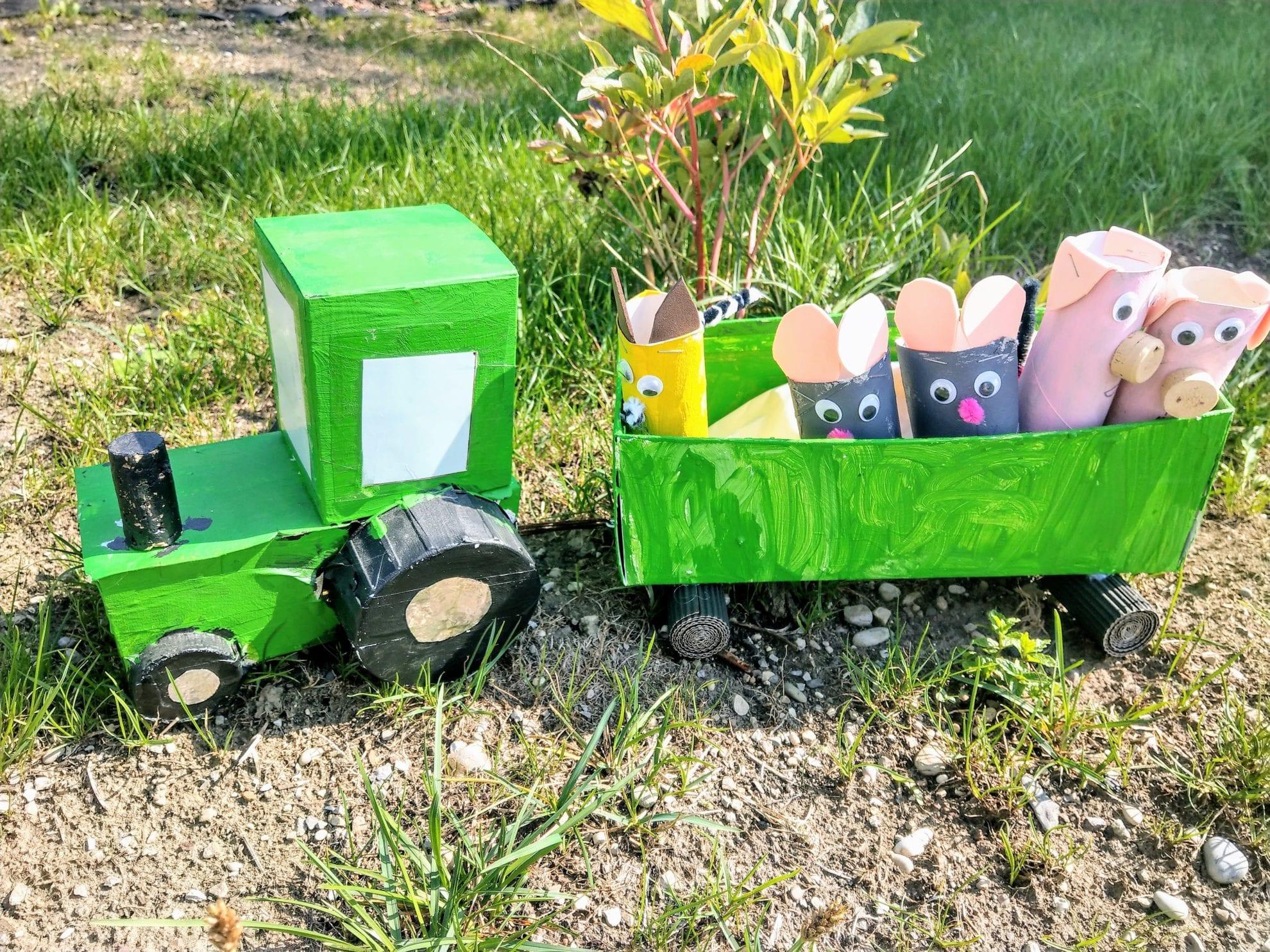 Bauernhoftiere aus Klorollen sind ein tolles Bastelprojekt für trübe Regentage. Die Bastelanleitung ist einfach gehalten und es entstehen tolle Spielkameraden, die gute Laune herbeizaubern.