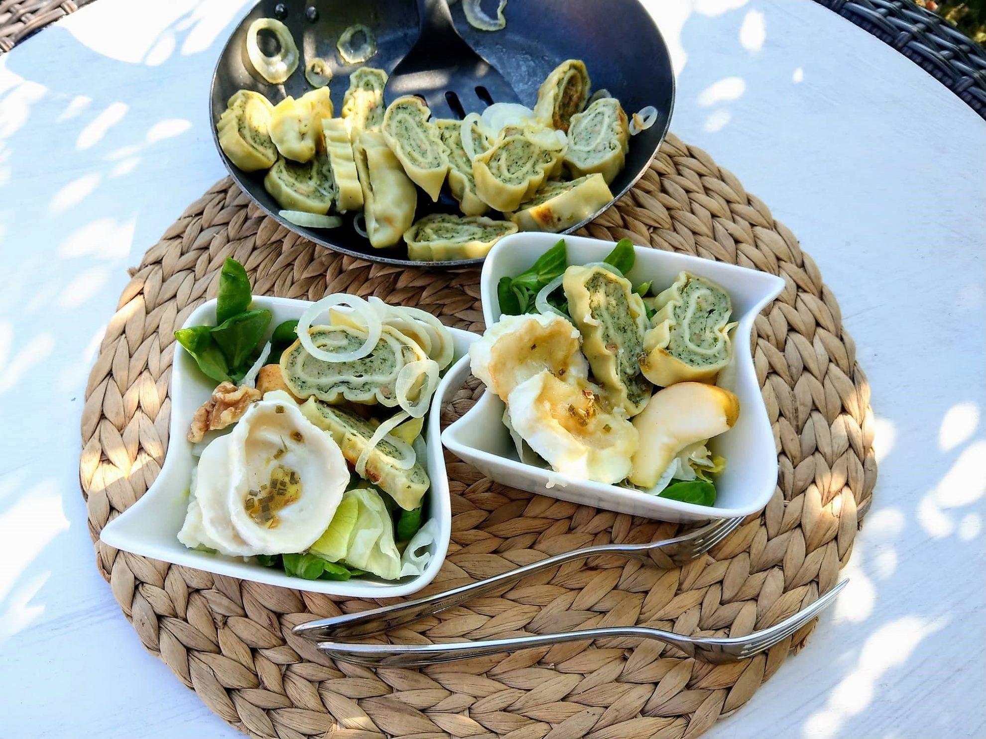 Rezept für Maultaschensalat mit Ziegenkäse und Walnüssen im Großfamilienblog Puddingklecks. Der Mamablog Puddingklecks steht für Familienthemen, Rezepte und alles rund ums Kind.