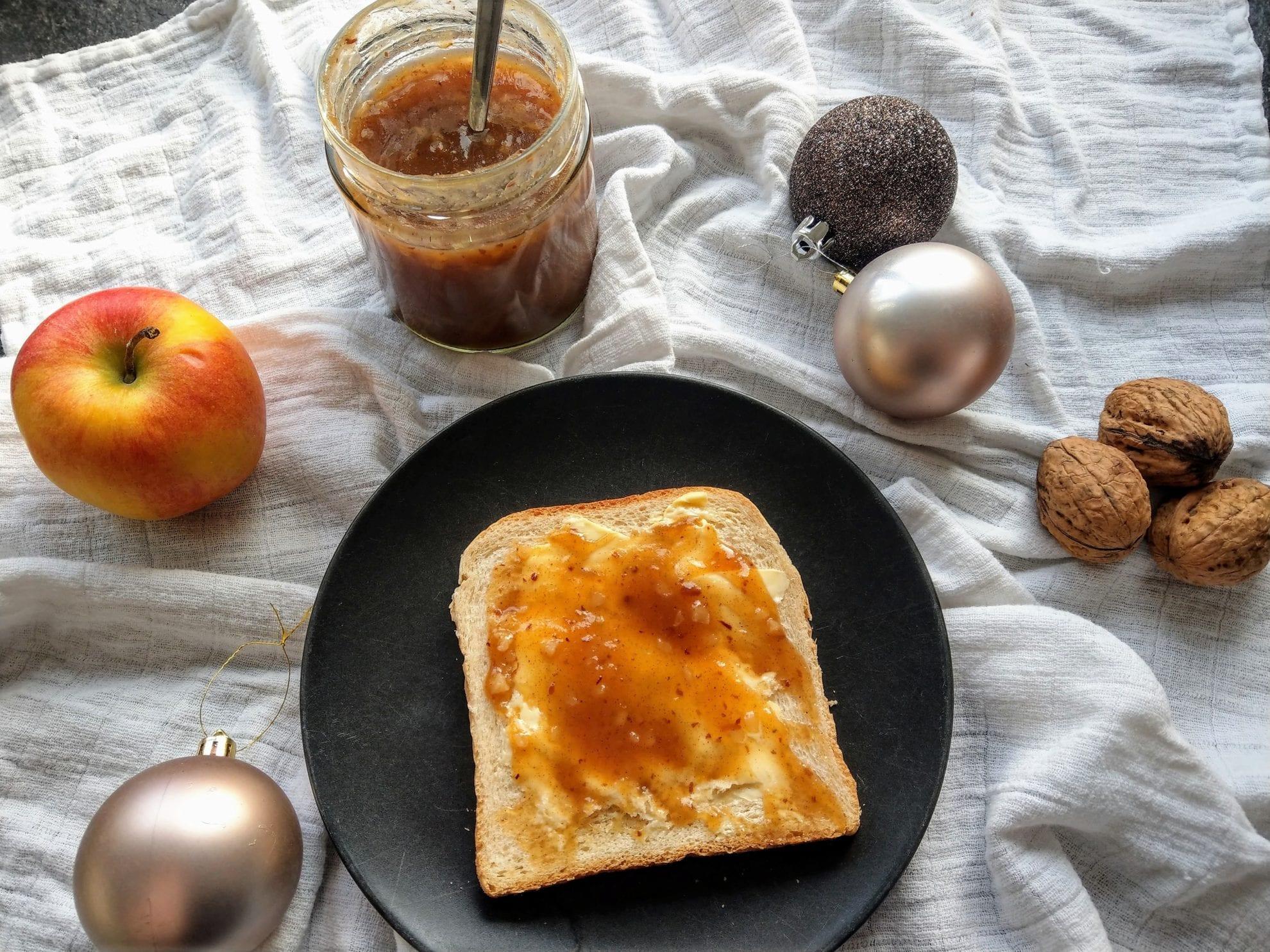 Rezept für Bratapfelmarmelade, Rum, Mandeln, Äpfel, selbstgemacht, mit Liebe gemacht, Geschenkidee, Geschenk