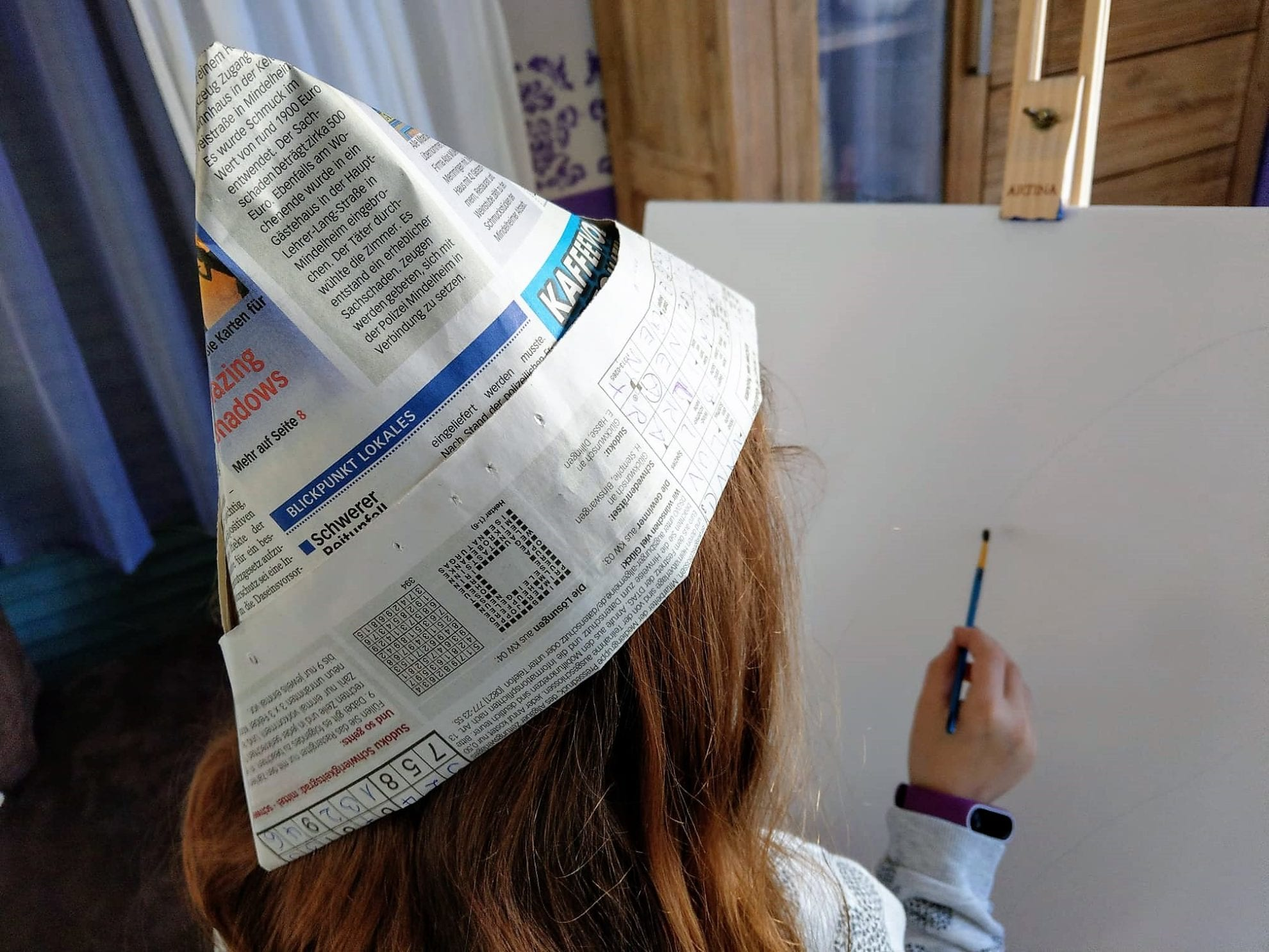 Faltanleitung für Hut und Schiffchen aus Zeitungspapier. Die perfekte Beschäftigung für Regentage ohne exotische Dinge. Eine Bastelanleitung