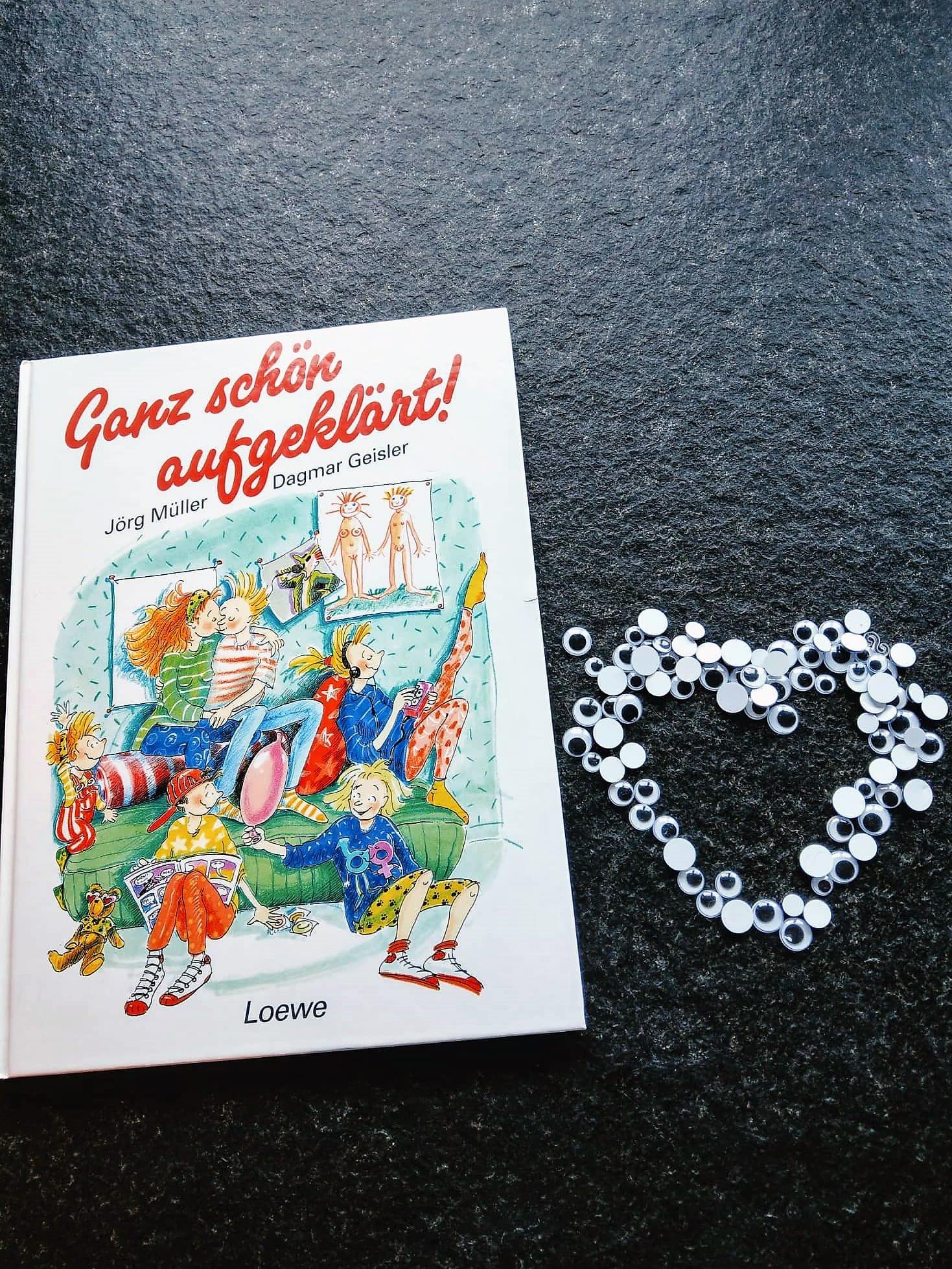 """""""Ganz schön aufgeklärt"""" aus dem Loewe Verlag erklärt Kindern ab 9 Jahren die Vorgänge in ihrem Körper und führt gefühlvoll durch die Zeit der Veränderung durch die Pubertät. Ein Buchtipp."""