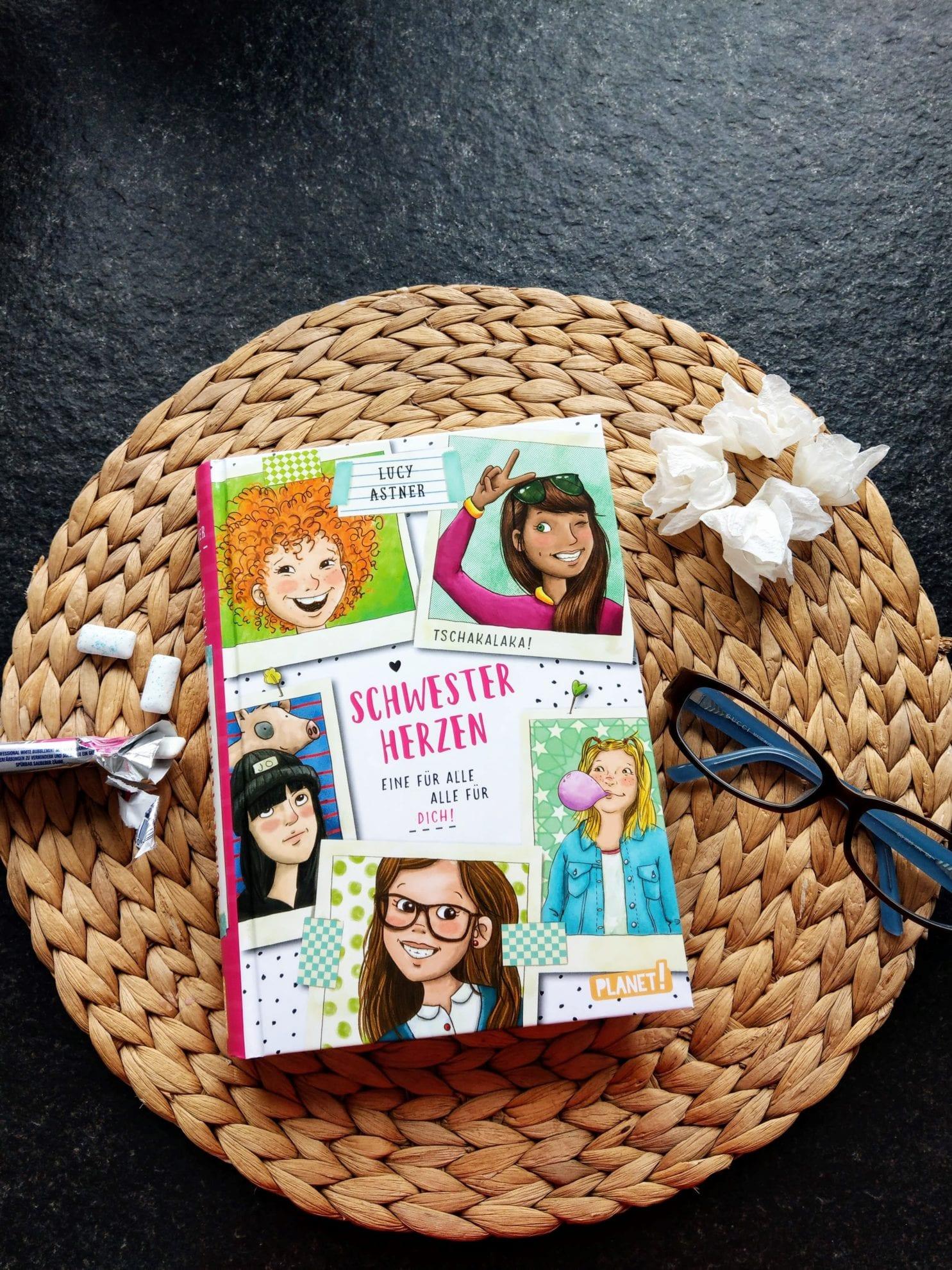 Kinderbuchtipp: Schwesterherzen! Weil Schwestern immer füreinander da sind und gegen den Rest der Welt zusammenhalten. Ein Lesetipp für starke Mädchen ab 10.