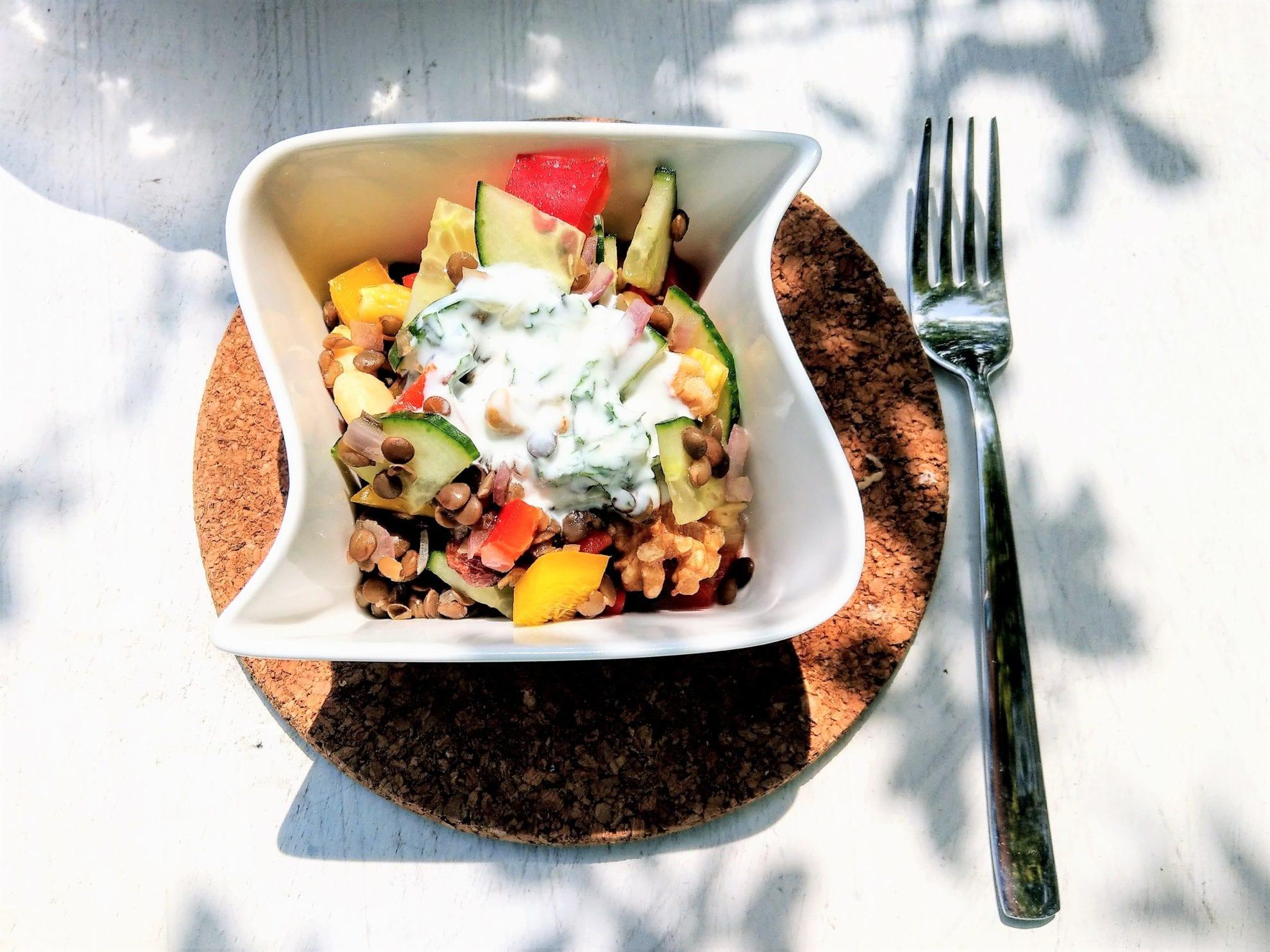 Rezept fuer sommerlichen Linsensalat mit Minze: vegetarisch, clean eating, zuckerfrei