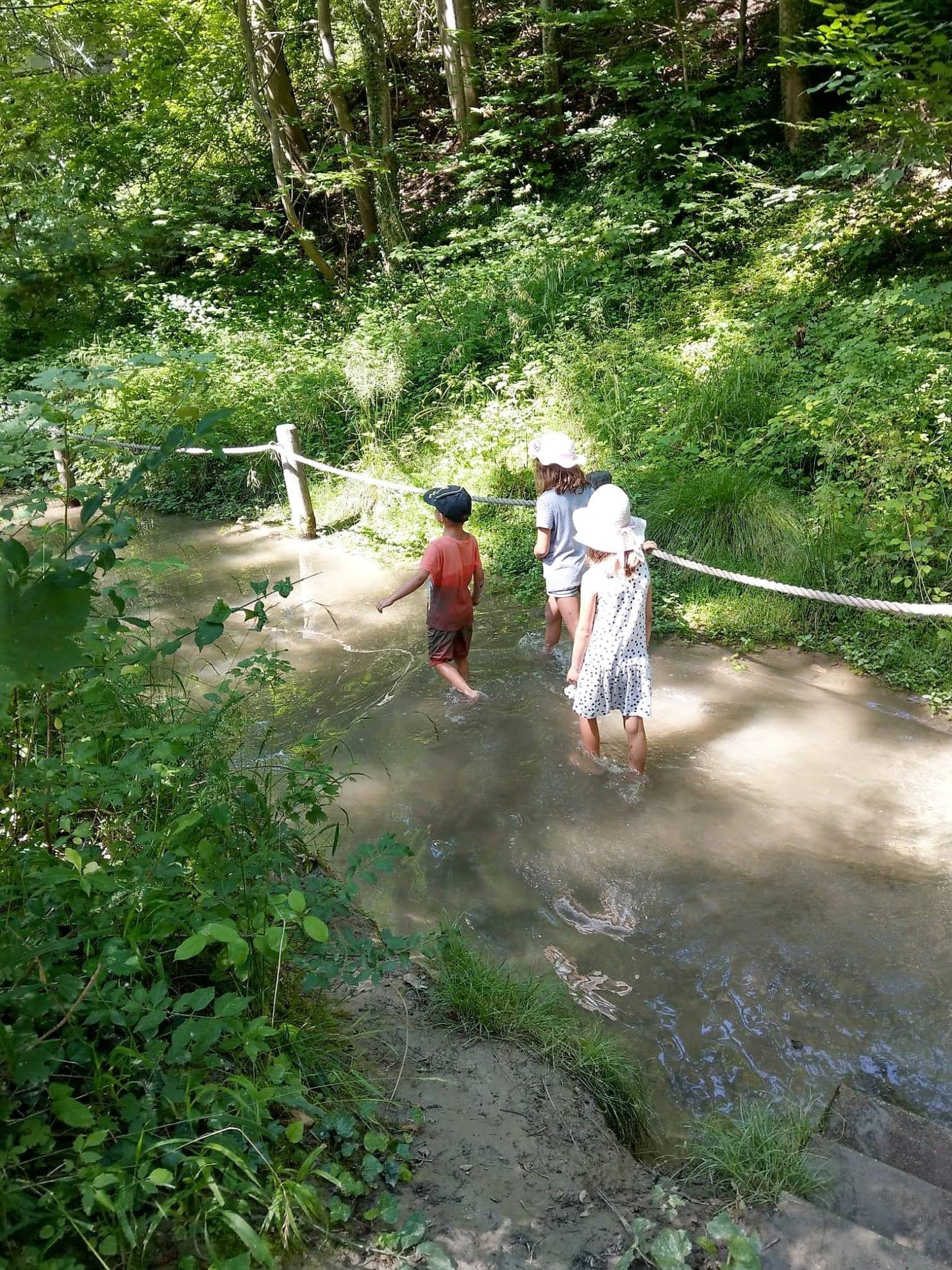 Wasser kneippen Kinder nass
