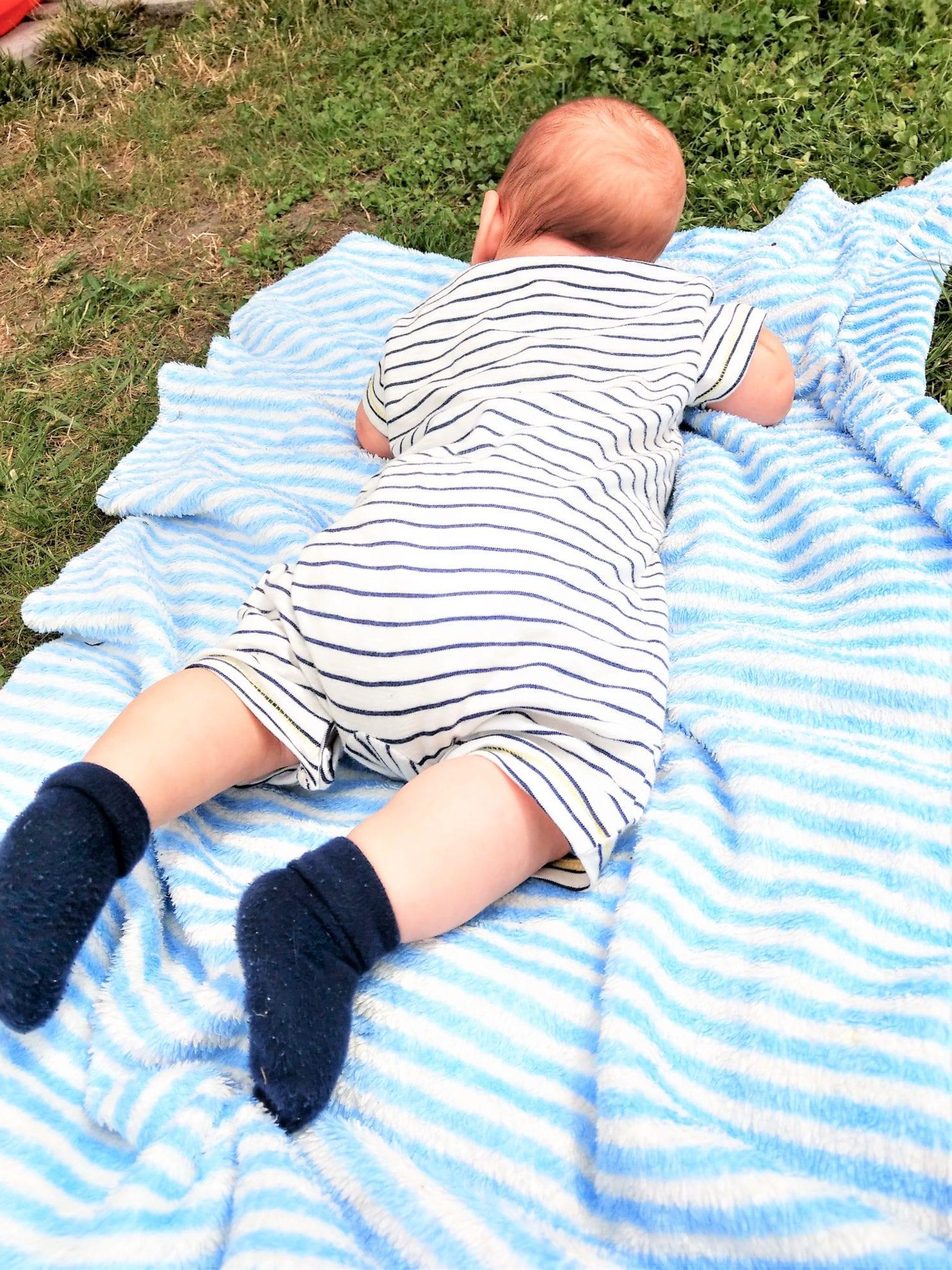 Baby Babydecke Schlafanzug 13 Wochen alt