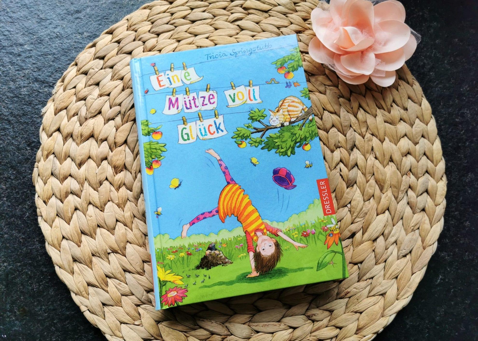 """Julie stellt auf Puddingklecks, dem Großfamilienblog, das Kinderbuch """"Eine Mütze voll Glück"""" vor."""
