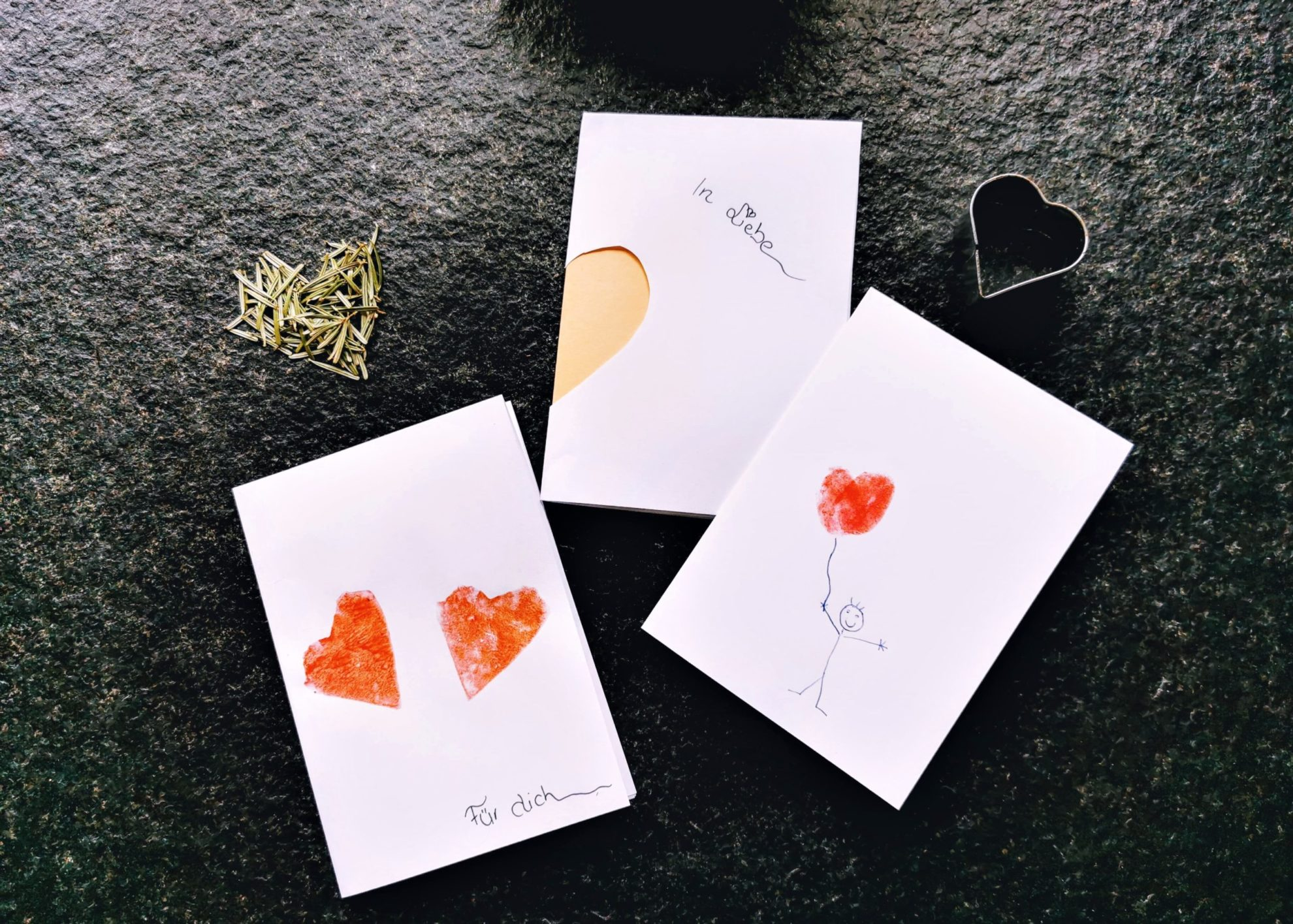 Herz-Karten basteln mit diesen einfachen Tricks. Ein DIY von Julie auf Puddingklecks, dem Großfamilienblog