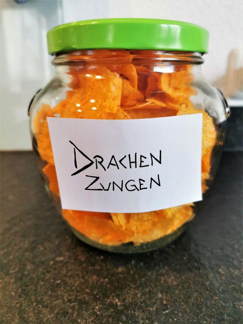 Paprika Chips als Drachenzungen - ein Partysnack für die Geburtstagsparty