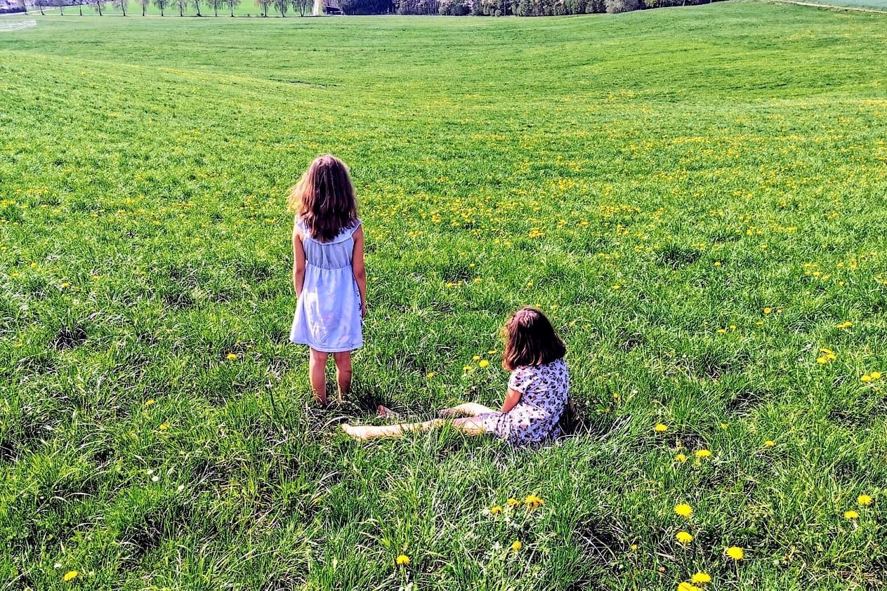 Warum #socialdistancing so wichtig ist und gleichzeitig einsam macht - auch mit Familie im Hintergrund, erzähle ich dir hier.