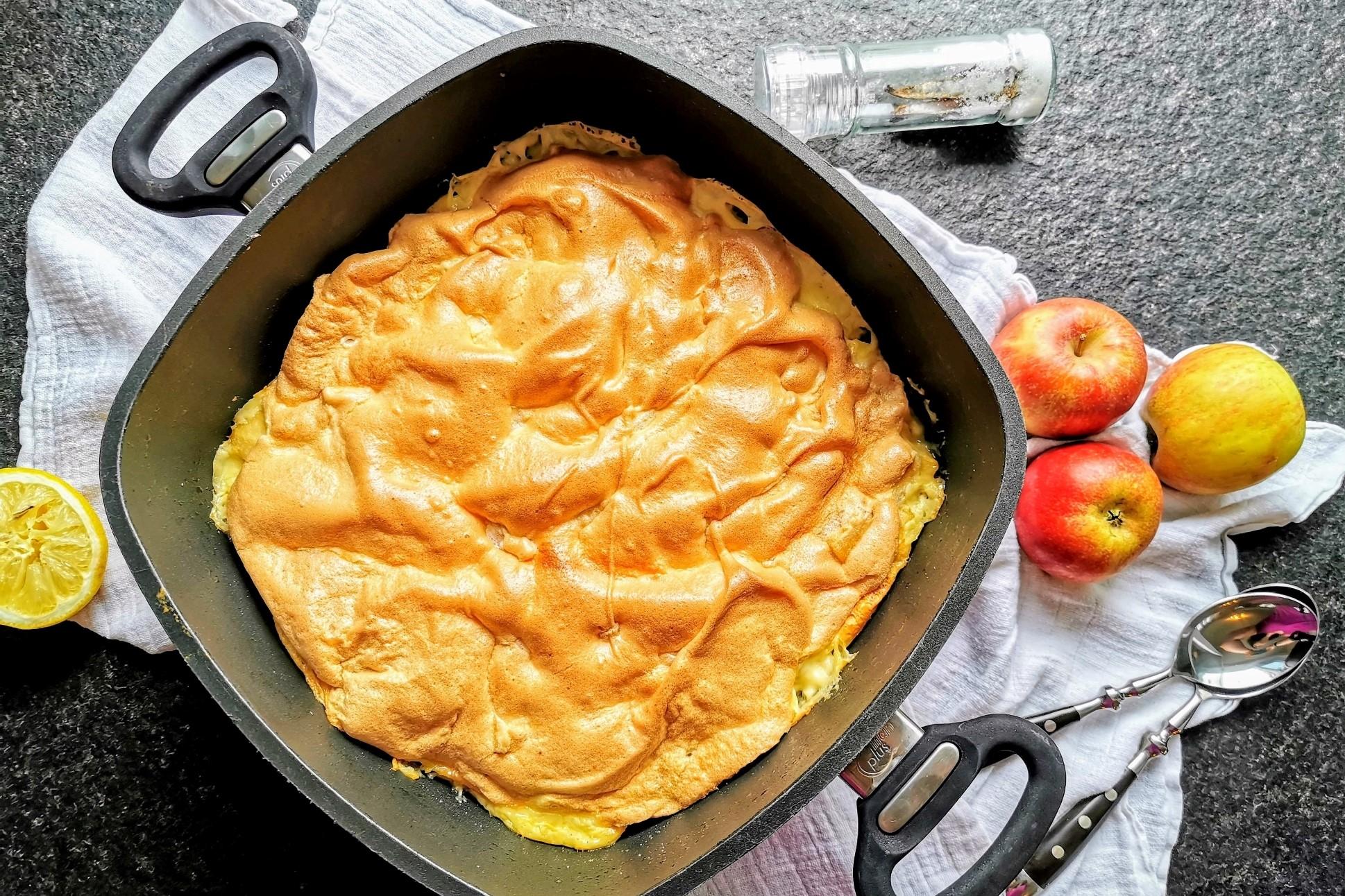 Apfelreis ist ein Auflauf mit Milchreis und Äpfeln. Ein tolles vegetarisches Rezept zum Essen mit Kindern.