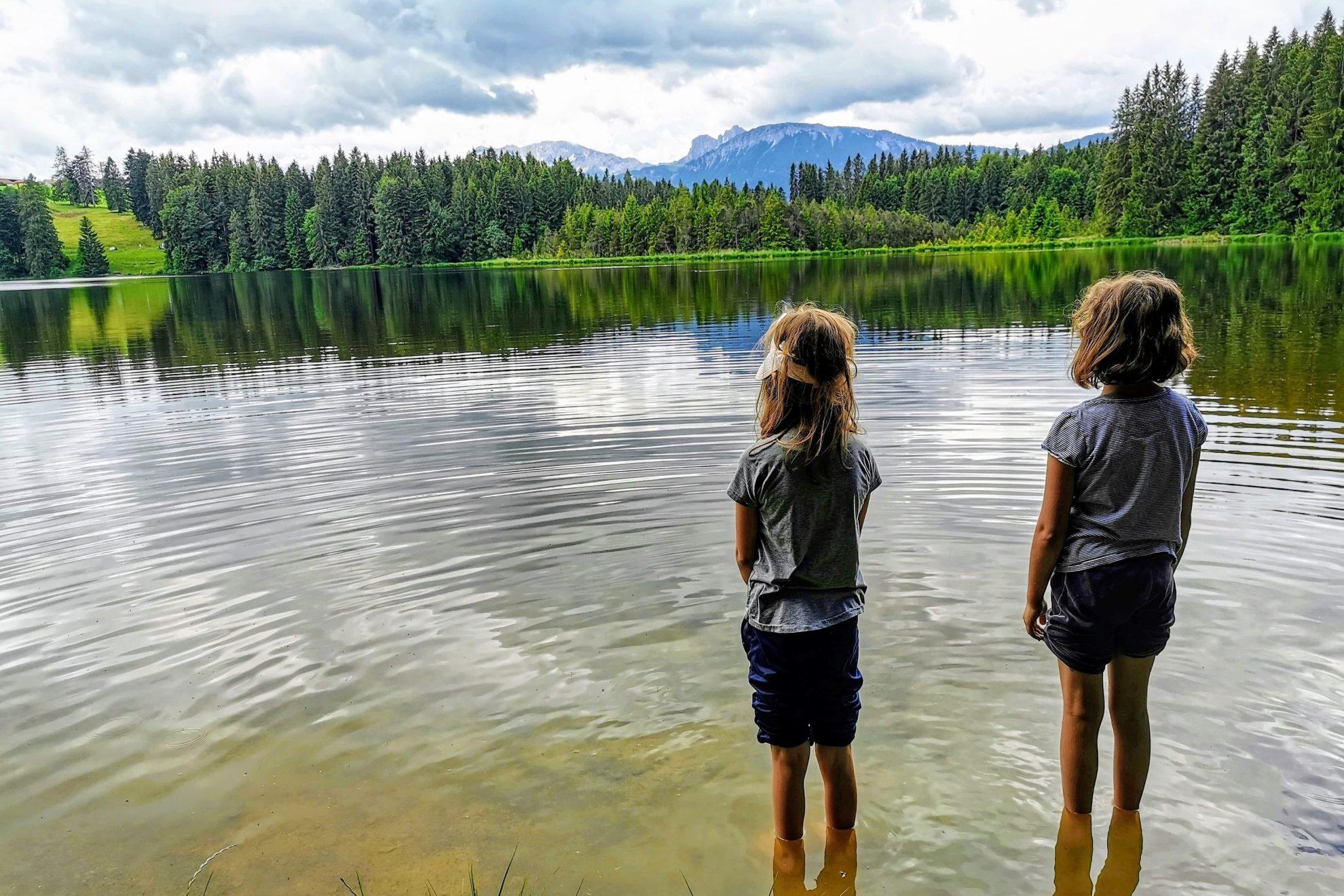 Mit Kindern wandern im Allgäu um den Kögelweiher und Attlesee - ein Ausflugstipp für die ganze Familie