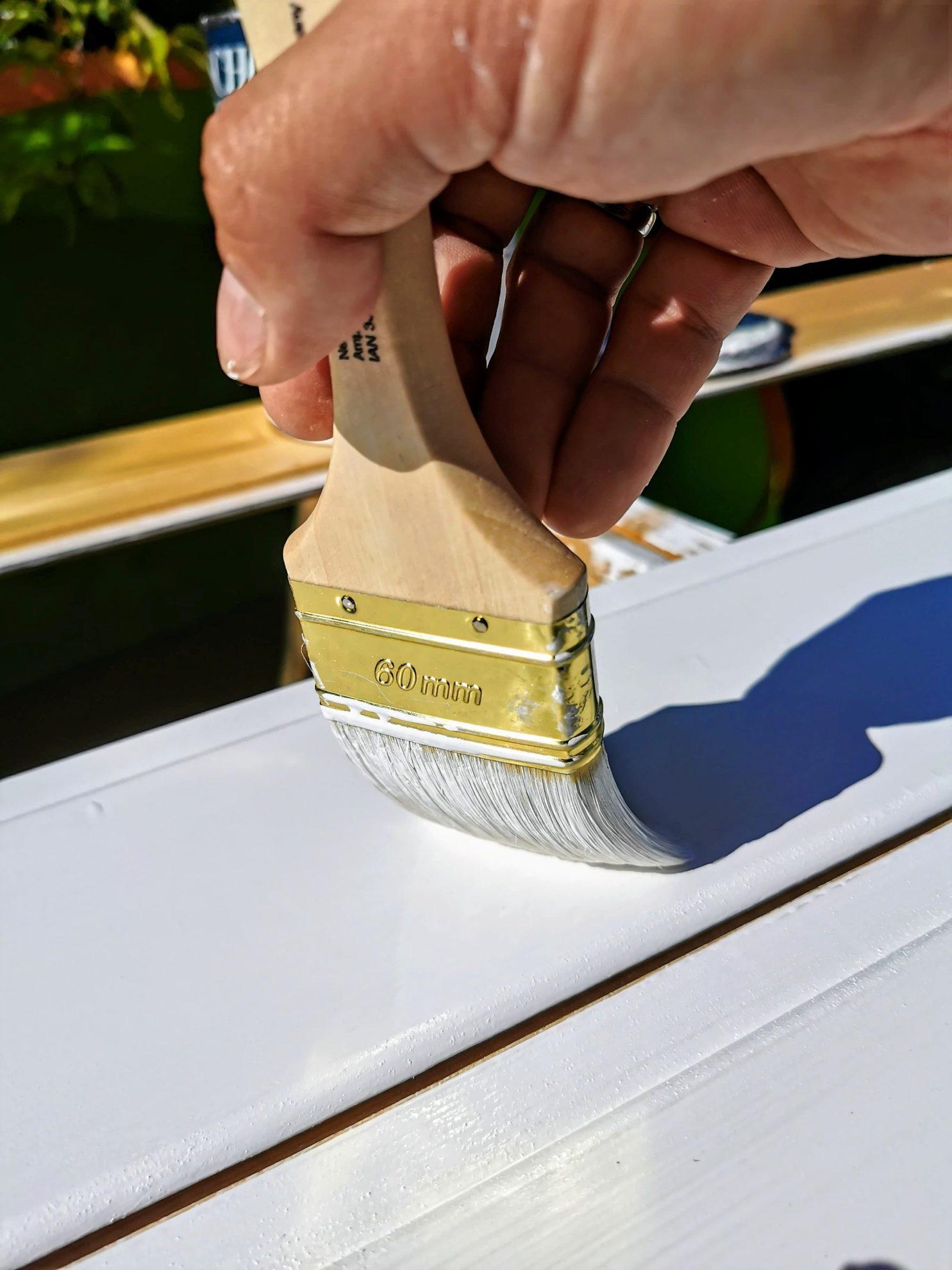 Unser Projekt nimmt Farbe an - ein Möbelstück entsteht.
