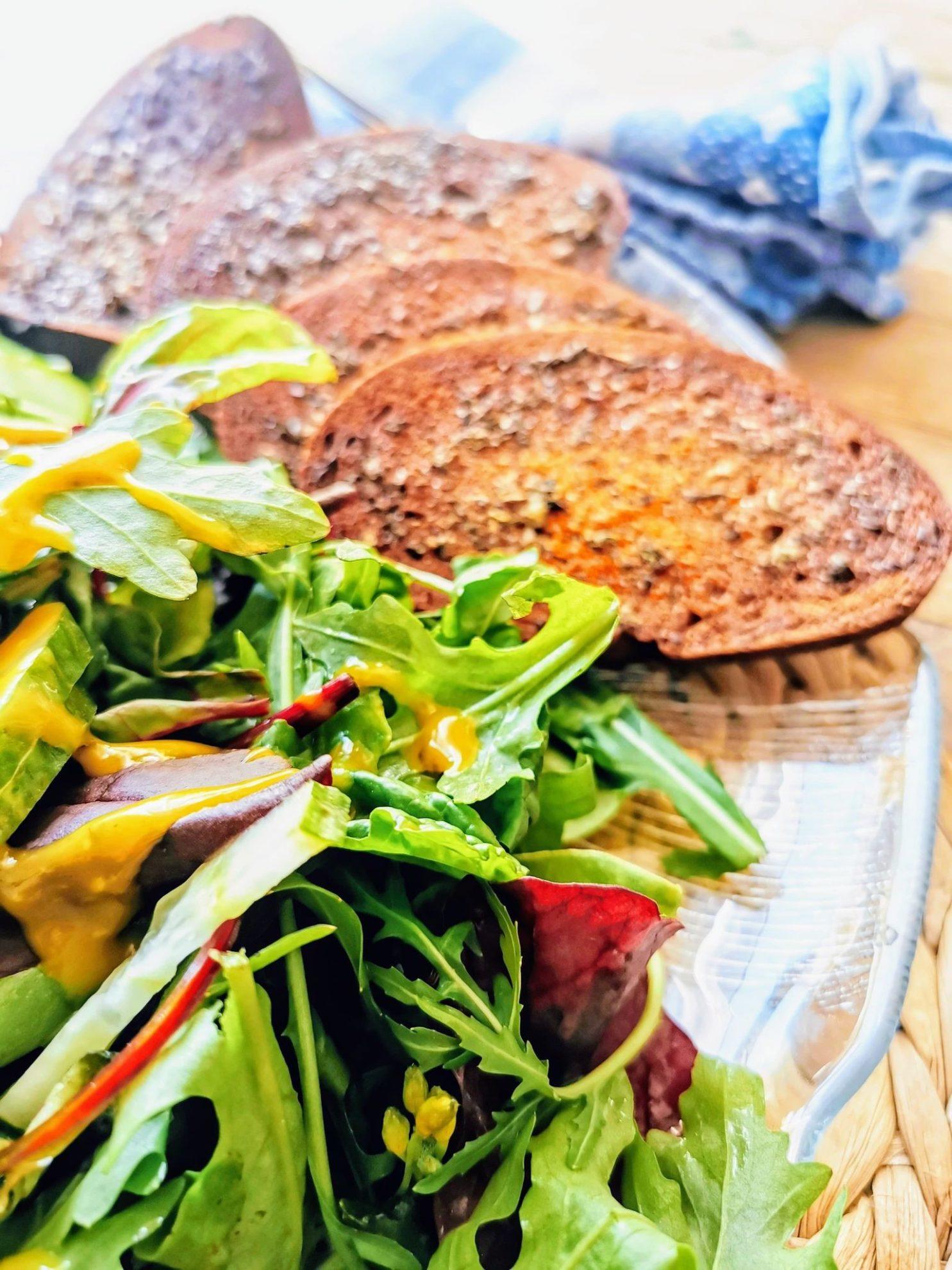 mediterranes Brot aus dem Ofen - perfekte Resteverwertung für altes Brot.