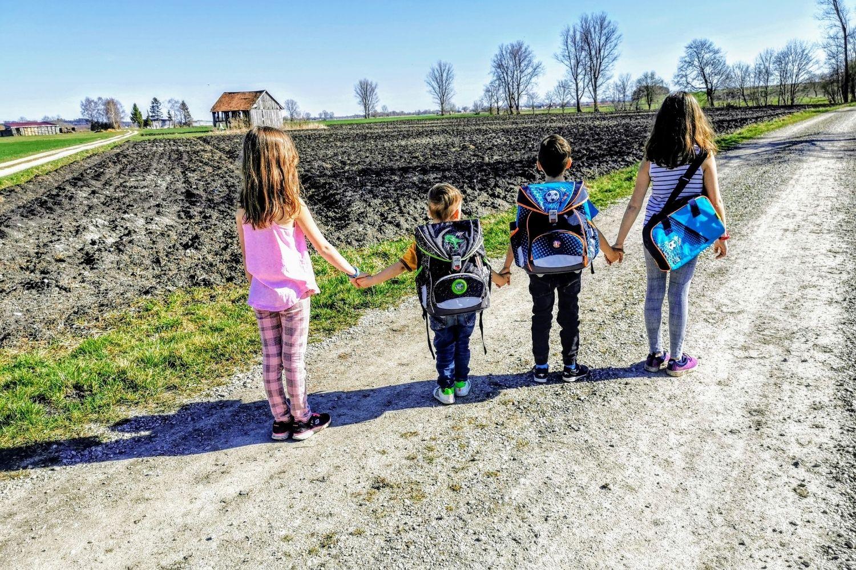 Pandemie - Schulpflicht - Gesundheit: Das passt nicht zusammen. Weshalb Bildungspflicht und Distanzunterricht während Corona sinnvoller wären!