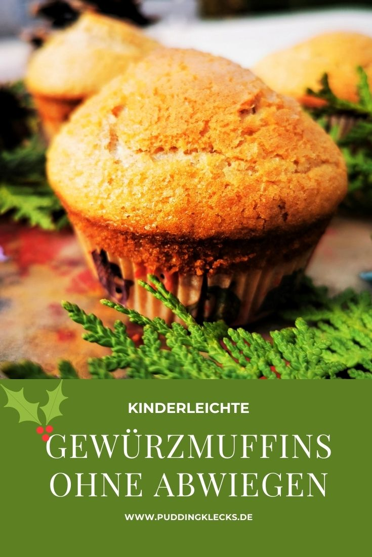 Leckere und kinderleichte Gewürzmuffins. Ein weihnachtliches Rezept, das in Tassen und Löffeln abgewogen wird, ganz ohne Waage. Perfekt für Kinderhände. #backen #rezept #backrezept #weihnachten #advent #muffins