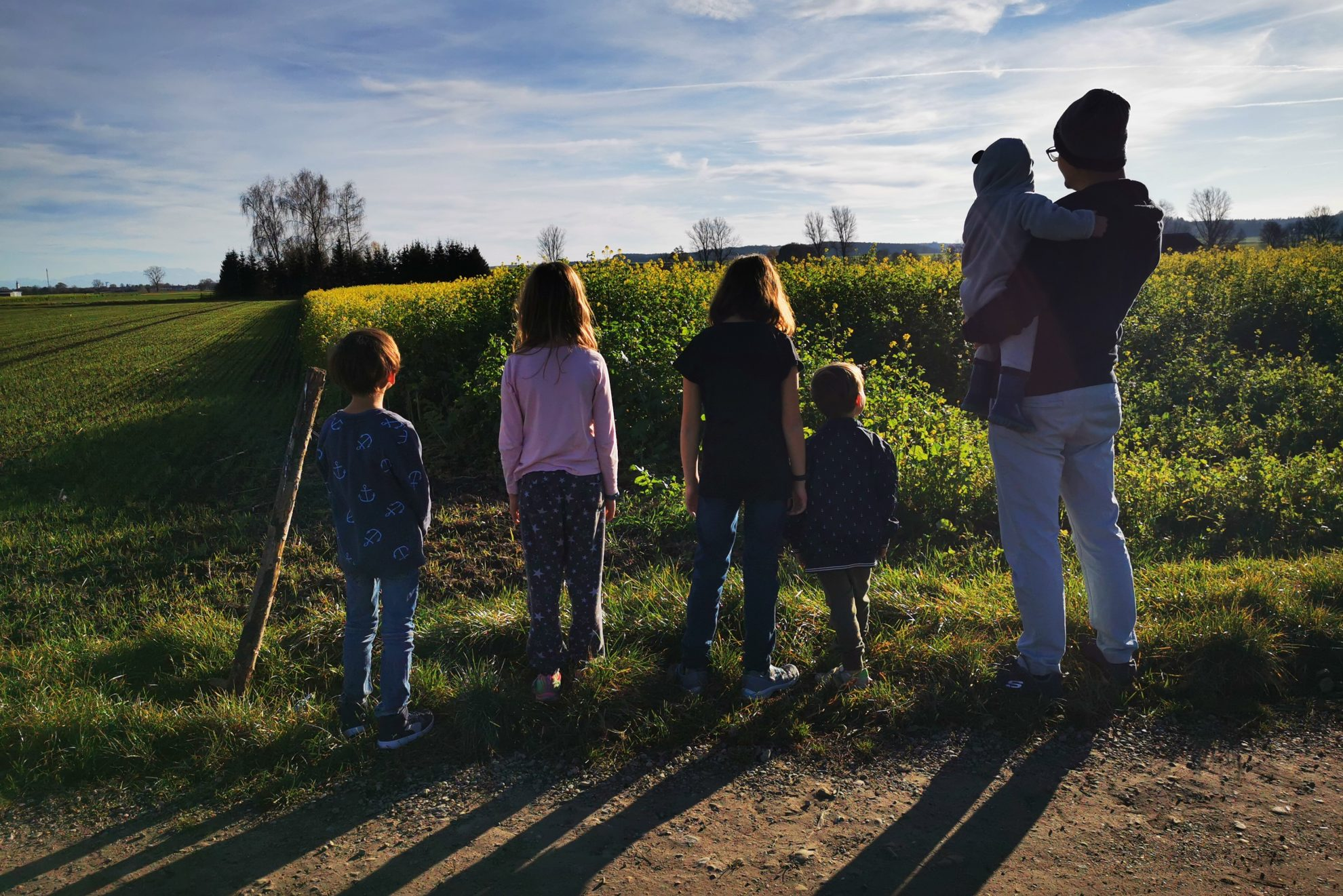 Ob jemand nur Mama ist, arbeiten geht oder nebenbei Einhörner züchtet - es geht dich nichts an. Für mehr Solidarität statt Eltern-Bashing.