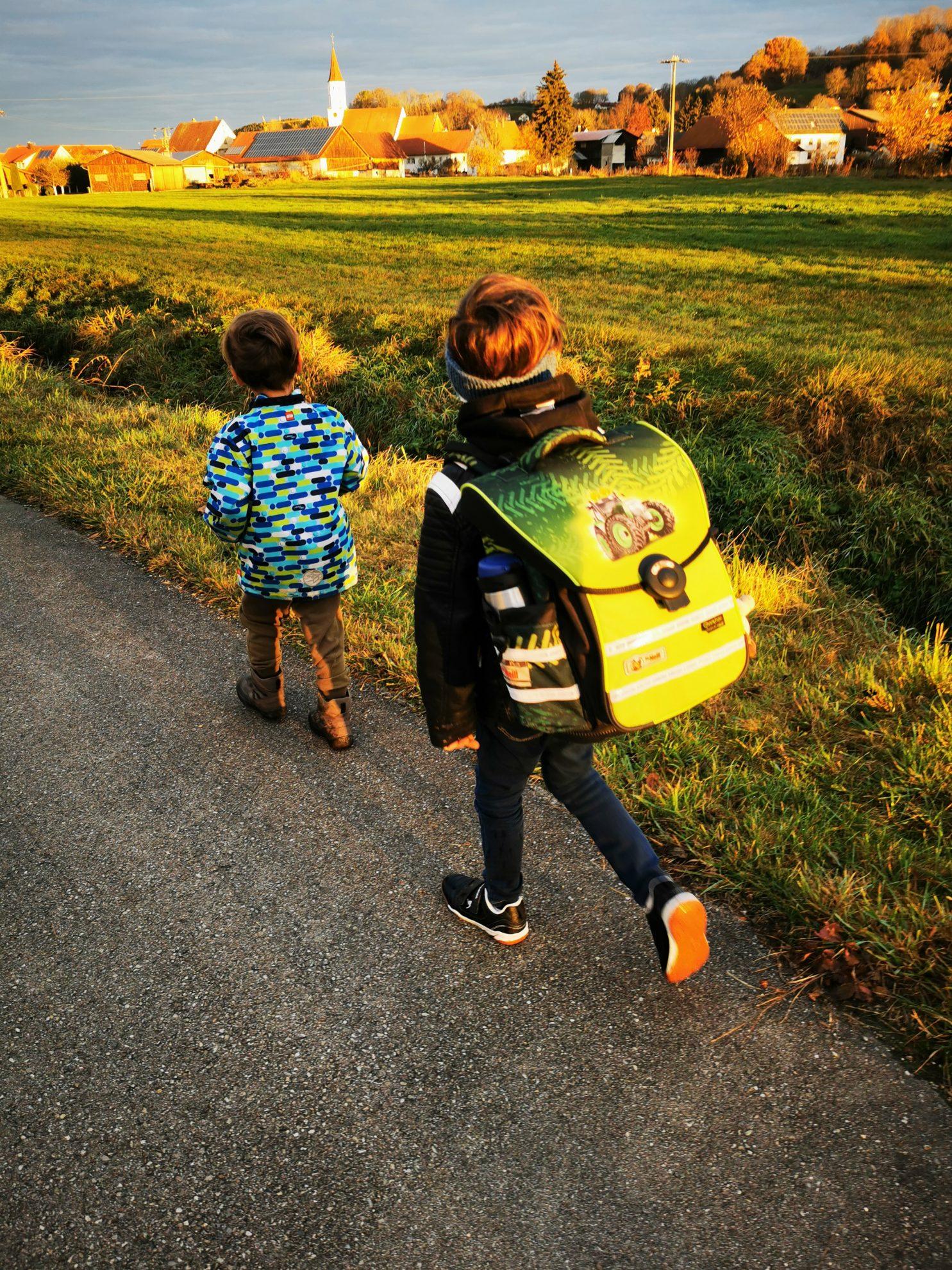 Auch die Kinder möchten manchmal auf ihrem Schulweg begleitet werden. Ich bin dankbar dafür, dass ich das stemmen kann.