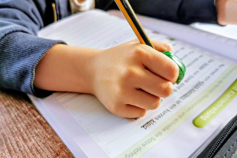 Distanzunterricht im Lockdown. Wenn Eltern Lehrkräfte ersetzen und sich zwischen Job, Unterricht und Erziehung vierteilen sollen.