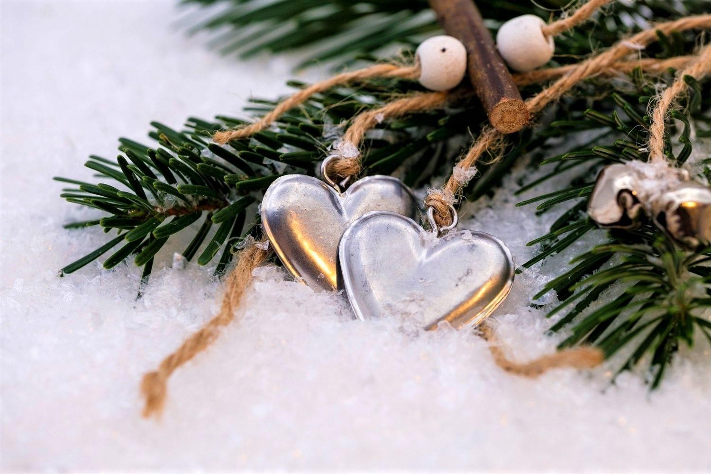 Weihnachten ist vorbei: 5 einfache Ideen zum Tannenbaum-Upcycling. Kinderleicht und schnell mit diesen DIY dem Baum neues Leben einhauchen.