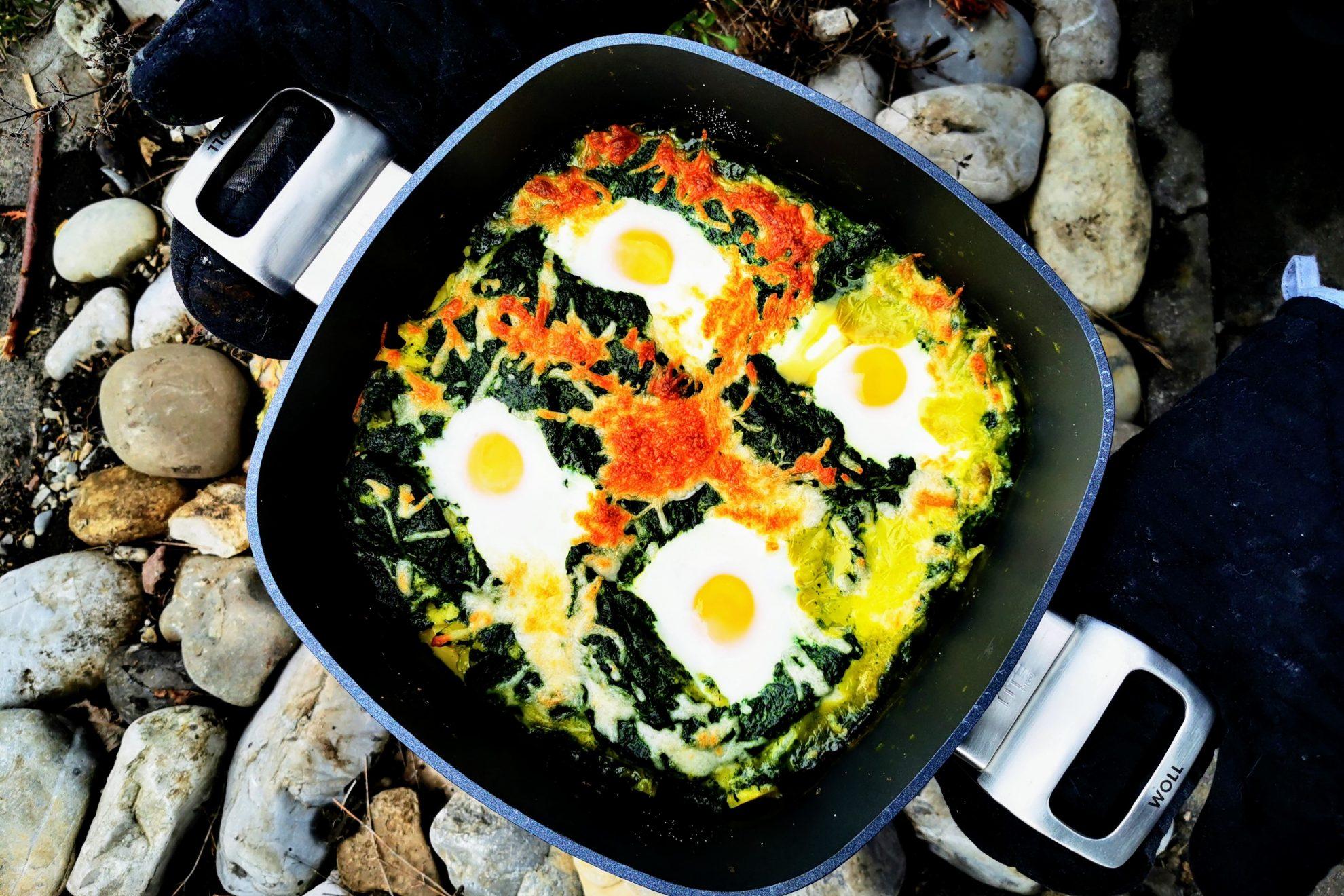 Kartoffeln Spinat und Ei neu interpretiert. Hier findest du ein Rezept für einen leckeren Auflauf aus diesen Komponenten. Schnell und einfach