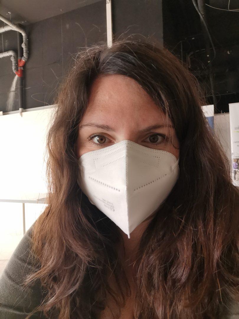 Für mich bedeutet die Covid-Impfung mehr Schutz für meine Familie und mich. Daher habe ich mich - mit FFP2-Maske - impfen lassen.