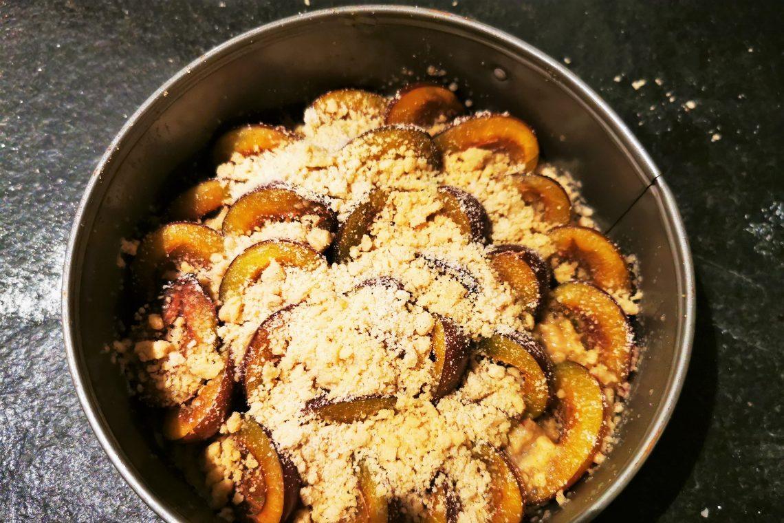 Ein einfaches Rezept für Pflaumen-Streuselkuchen oder Augsburger Zwetschgendatschi mit Streuselboden - schnell, unkompliziert und lecker!