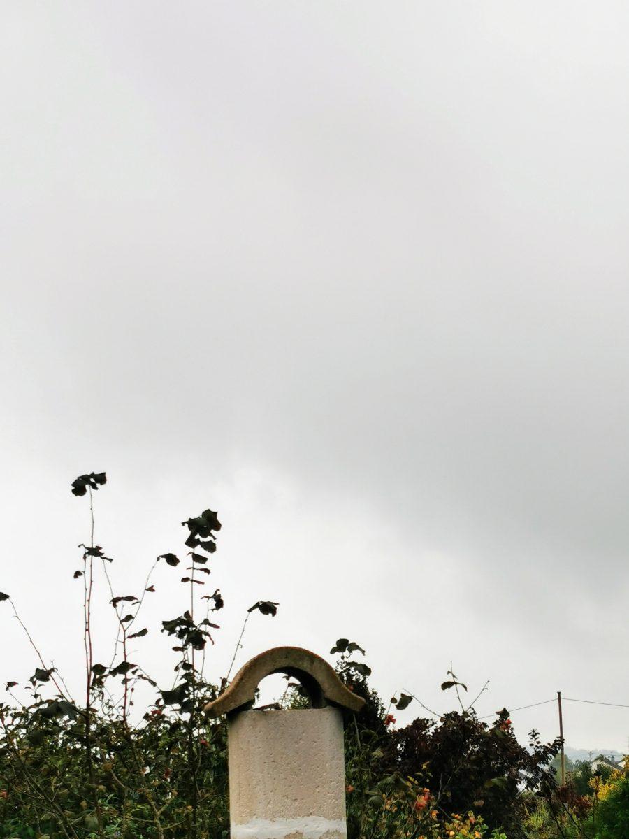 Das Wetter am 12. Oktober ist grau und herbstlich. Der Himmel ist unfreundlich und es regnet.