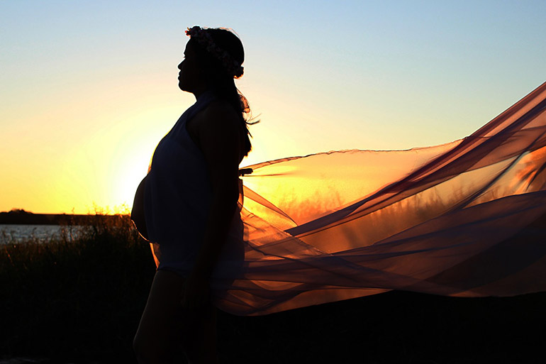 Schwangere Frau: Entspannte Geburt