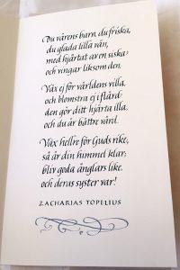 Kalligrafi med Topelius dikt till dop