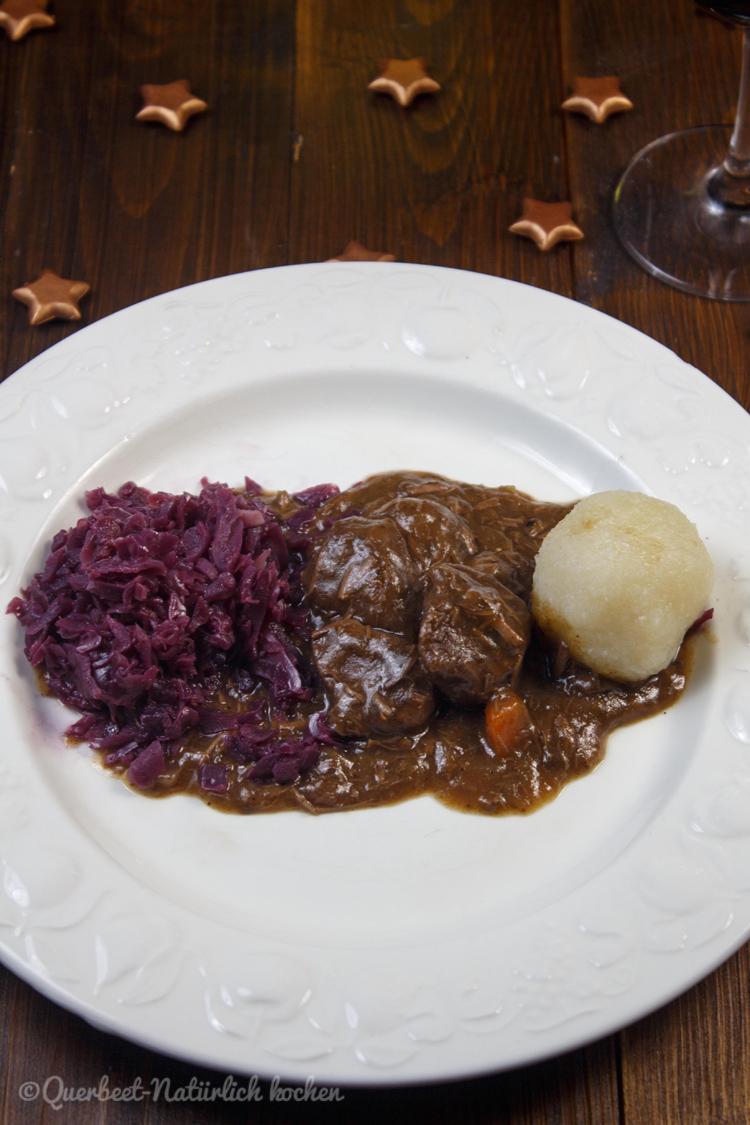 Hirschgulasch mit Rotkohl und Klößen 2.querbeetnatuerlichkochen