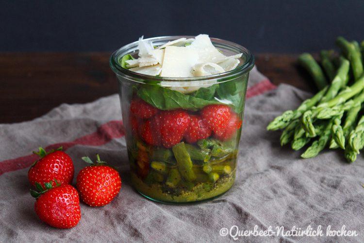 Spargelsalat mit Erdbeeren und Parmesan 1.querbeetnatuerlichkochem