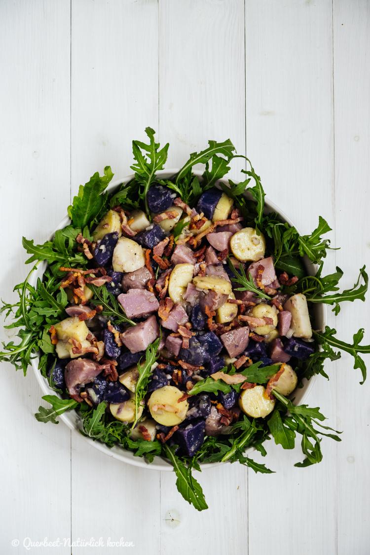 Bunter Kartoffelsalat mit Rucola und knusprigem Bacon   Bunte Kartoffeln  querbeetnatuerlichkochen.de