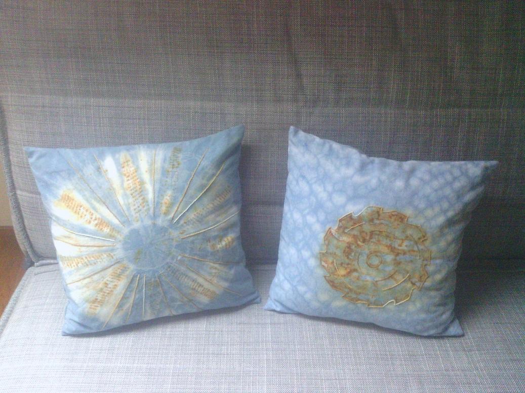 kussentjes shibori afgewerkt met roest print