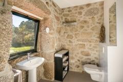 Holiday-Apartment-Portugal-Lindo-bathroom