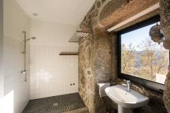 Holiday-Apartment-Portugal-Lindo-shower