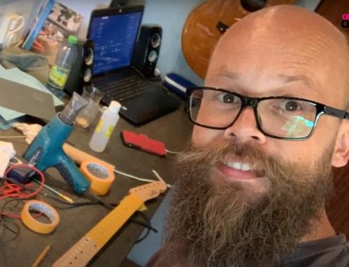QT vlogt, deel 32. Mardi bouwt zijn eigen gitaar en Sven kan eindelijk naar de kapper.