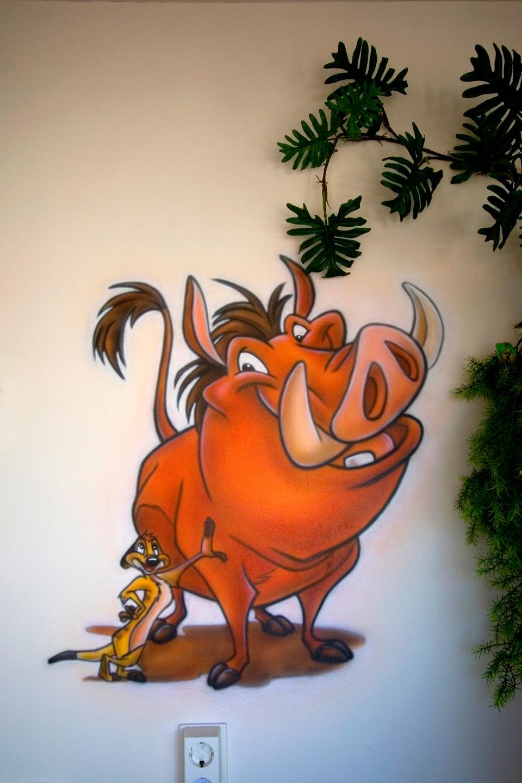 Lion King airbrush muurschildering in jungle kinderkamer