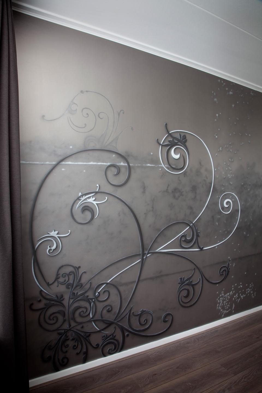 Exclusieve krullen airbrush schildering luxe woonkamer metallic verf sfeervol