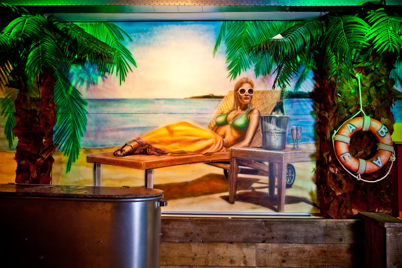 Muurschilderingen champagne lounche BAJA beachclub Rotterdam