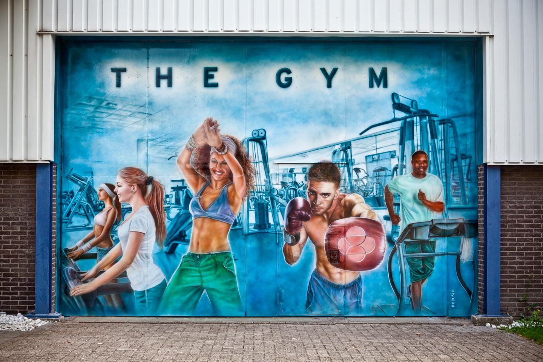 Fitness / sportschool schildering op metalen deur