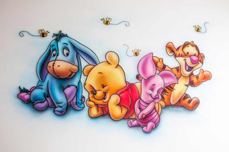 Muurschildering van Winnie the Pooh babies met vriendjes