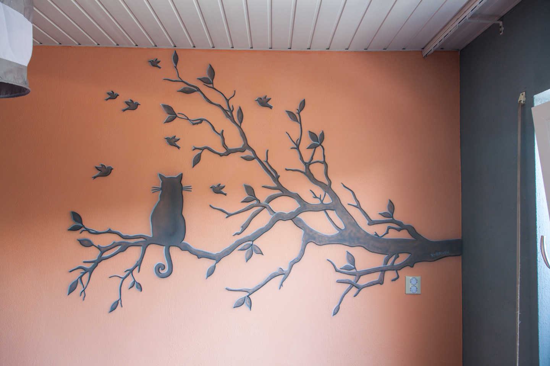 Silhouet schildering babykamer kat op tak met vogeltjes