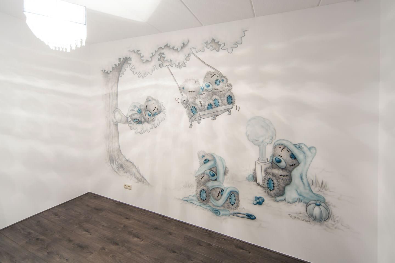 Babykamer muurschildering! Me To You beertjes met boom en schommel.