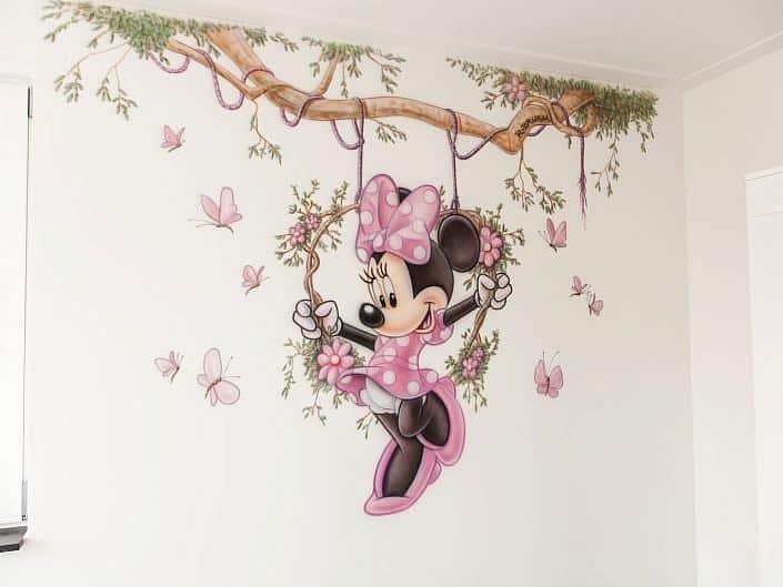 Minnie op schommel