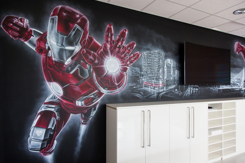 Superhelden muurschildering Rotterdam. Met Avengers Ironman en de Hulk.