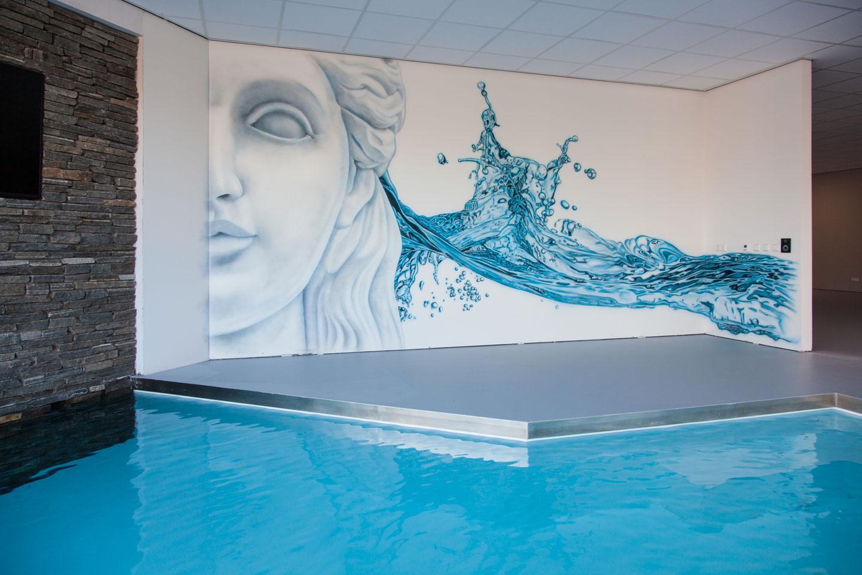 Moderne zwembad showroom muurschildering bij Aqua Unique