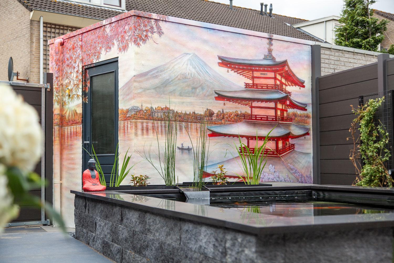 Japanse tuin muurschildering met koi vijver