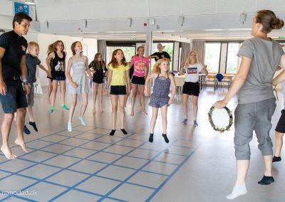 45 børn på aktiv teaterlejr